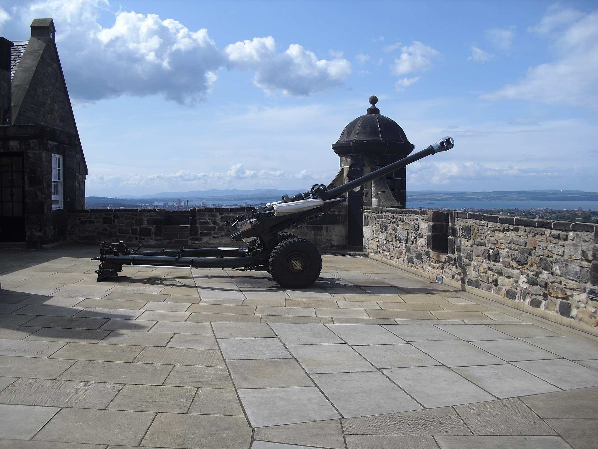 cannon-1122634_1920