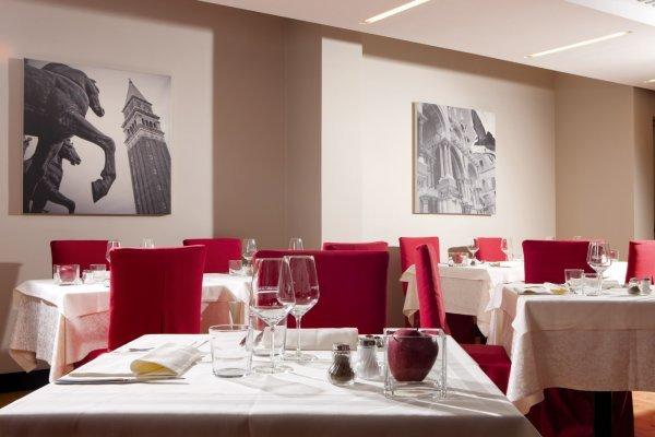 600×400.restaurant-hotel-delfino-mestre-venezia-03