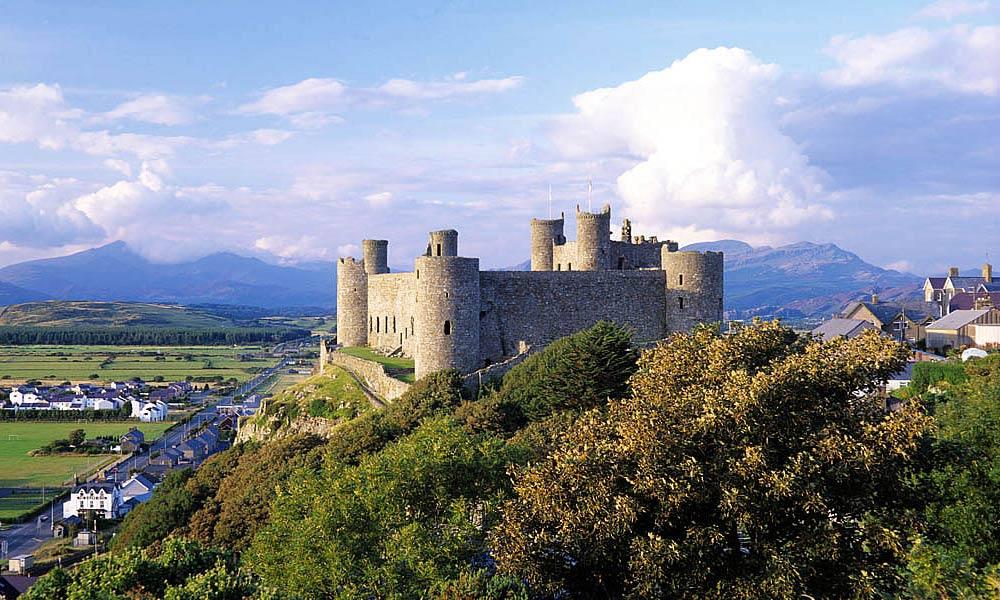 snowdonia-eryn-castle