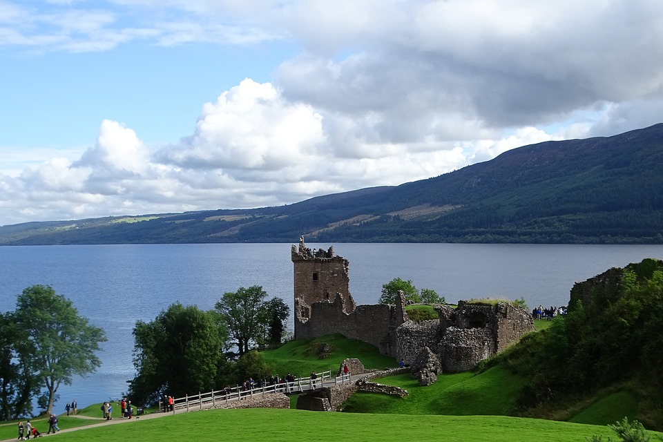 urqhuart-castle-loch-ness