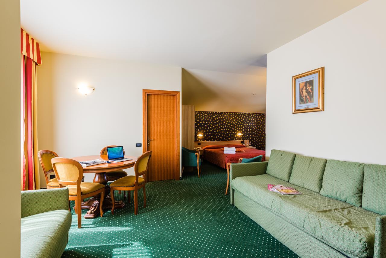 Hotel Foyer Saint Vincent : Hotel saint vincent b places to love