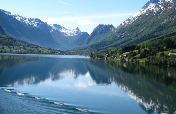 Meraviglie Norvegesi: Fiordi e Aurora Boreale